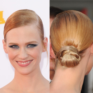 January Jones et son chignon bas effet wet aux Emmy Awards