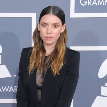 Lykke Li tie and dye coloration Grammy Awards 2012