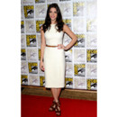 Ashley Greene en robe tube blanche lors du Comic Con 2012