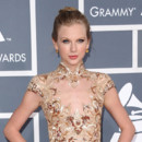 Taylor Swift chignon serré Grammy Awards 2012