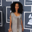 Jada Pinkett Smith coupe de cheveux afro cheveux crépus Grammy Awards 2011