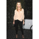 Rosie Huntington-Whiteley au top avec sa blouse nude à Los Angeles