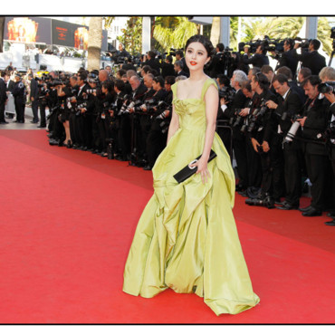 Fan Bingbing Cannes 2011 montée des marches Tree of Life