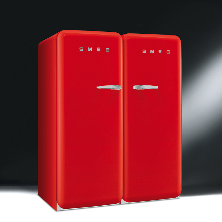 les nouveaux r frig rateurs smeg color s et design le double r frig rateur rouge de smeg. Black Bedroom Furniture Sets. Home Design Ideas