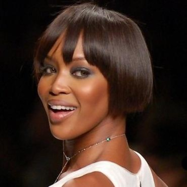 Naomi Campbell les cheveux courts