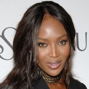 Naomi Campbell les cheveux longs
