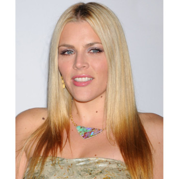 Busy Philipps et sa coloration tie and dye inversée