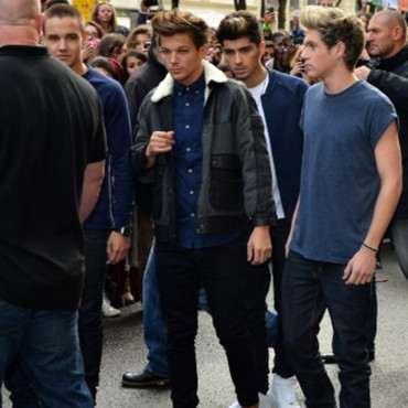Le groupe britannique One Direction composé de Liam, Harry, Zayn, Niall and Louis qui quittent le Plazza Athenee à Paris, France, le 11 octobre 2012. Photo d'ABACAPRESS.COM
