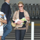 Katherine Heigl sort de l'aéroport avec sa seconde fille adoptive, Adalaide