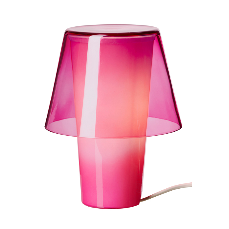 25 lampes color es pour gayer sa d co de salon lampe for Lampe a poser but