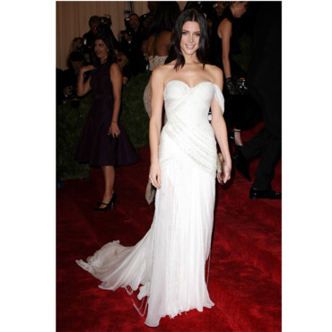 Ashley Greene en Donna Karan Atelier