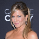 "Jennifer Aniston pour la première de ""Call Me Crazy : A Five Film"" le 16 avril à Los Angeles"