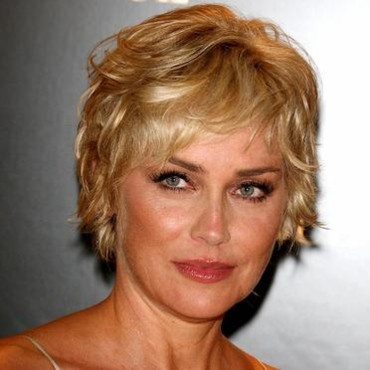 People cheveux courts ou cheveux longs sharon stone for Coupe de cheveux sharone stone