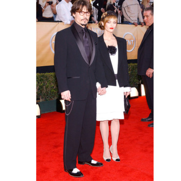 Vanessa Paradis en look black and white au côté de Johnny Depp