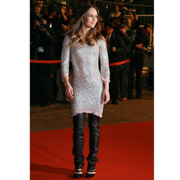 r tro mode vanessa paradis vanessa paradis mixe le cuir et la robe paillettes mode. Black Bedroom Furniture Sets. Home Design Ideas