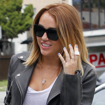 Miley Cyrus, blessée au doigt, en avril 2012 à Los Angeles