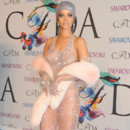 Rihanna à la cérémonie de remise de prix des CFDA (Council of Fashion Designers of America) Awards 2014 à l' »Alice Tully Hall Lincoln Center » à New York le 2 juin 2014.