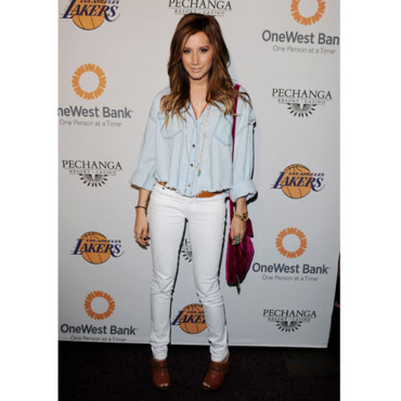 Ashley Tisdale en total look jeans