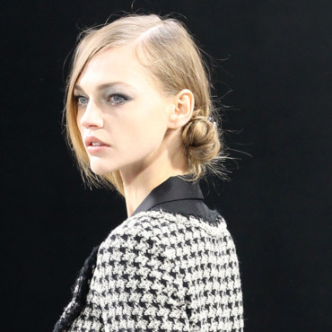 Coiffure Défilé Chanel Fashion Week Paris : le chignon