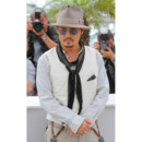 Johnny Depp et son look aventurier au festival de cannes