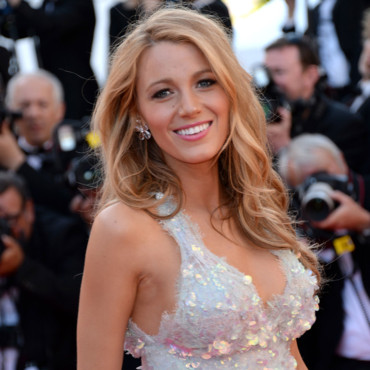 Blake Lively monte les marches du Festival de Cannes pour son film Mr TurnerCannes le 15 mai 2014