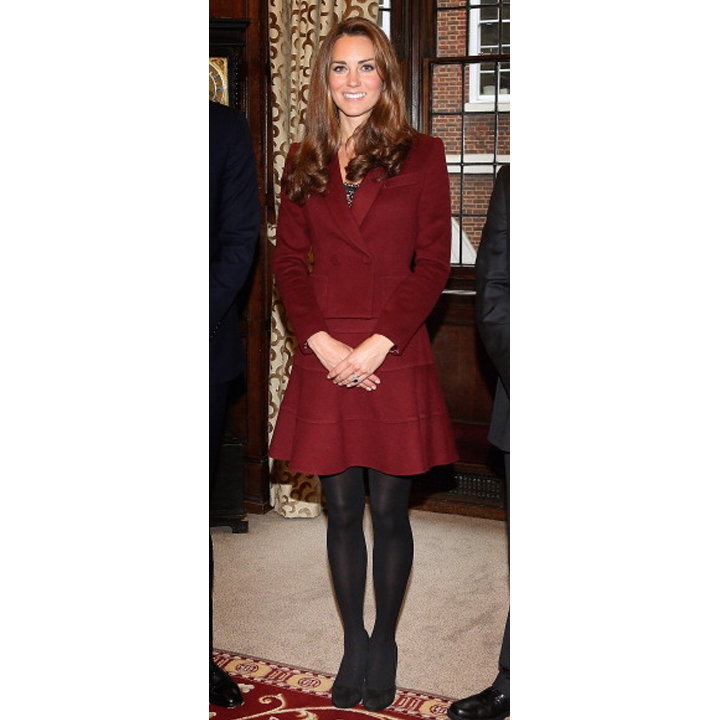 kate middleton duchesse fashion en total look bordeaux paul ka mode. Black Bedroom Furniture Sets. Home Design Ideas