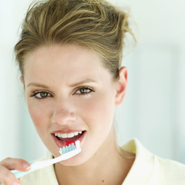 Dents blanches : les secrets d'un brossage efficace