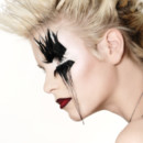 25 ans Make Up For Ever : modèle rock avec faux-cils