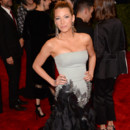 Blake Lively lgante dans sa robe bustier Gucci Premire
