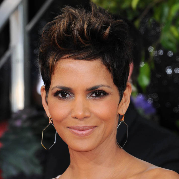 halle berry adoptez son beauty look les m ches couleur caramel beaut. Black Bedroom Furniture Sets. Home Design Ideas
