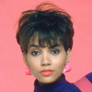 Halle Berry pour Living Dolls en 1989