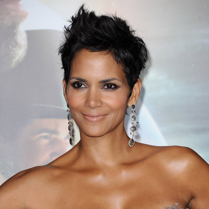 Halle berry adoptez son beauty look la coupe afro beaut - Coupe courte halle berry ...