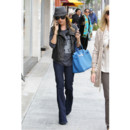 Ashley Tisdale en jeans flare