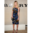 Kate Bosworth et sa robe tribale au défilé Burberry