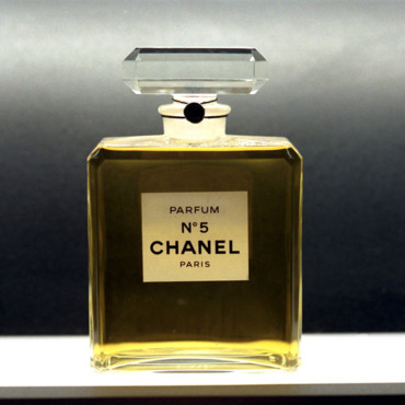 parfums cultes l 39 histoire du parfum chanel n 5 beaut. Black Bedroom Furniture Sets. Home Design Ideas