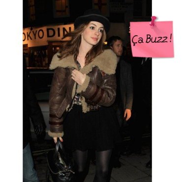 Anne Hathaway Burberry buzz