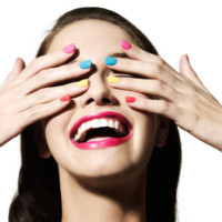 Maquillage : vernis à ongles multicolores