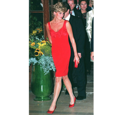 Lady Di, en total look rouge