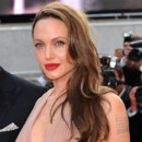 Angelina Jolie : prte  se marier aprs sa double mastectomie ?