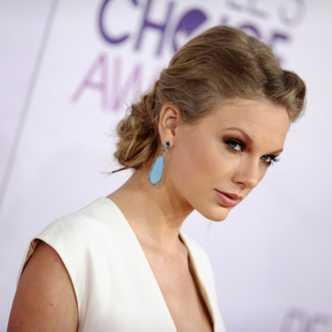 Taylor Swift et son chignon bohème pour les People's Choice Awards 2013