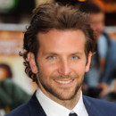 Bradley Cooper succde  Jude Law dans un film  rebondissements