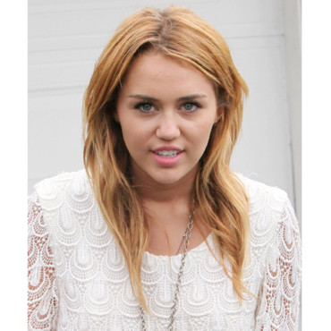 Miley Cyrus de plus en plus blonde