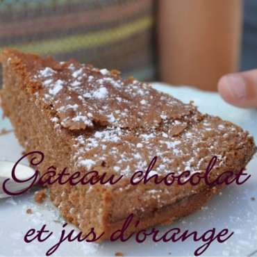 Gâteau au chocolat et jus d'orange