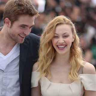 Sarah Gadon et Robert Pattinson-Cosmopolis photocall-Cannes 2012