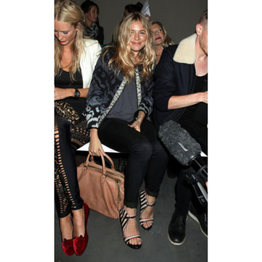 Fashion Week Londres Sienna Miller défilé Matthew Williamson