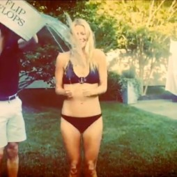 Gwyneth Paltrow pour le ALS Ice Bucket Challenge. Août 2014