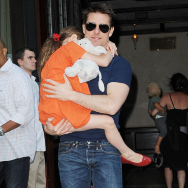 Tom Cruise portant sa fille, Suri, à New York en juillet 2012