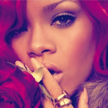 "Rihanna dans ""California King Bed"""