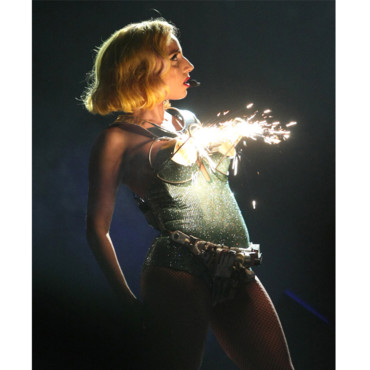 Lady Gaga et son body luminescent