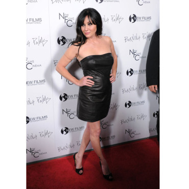 Shannen Doherty en total look cuir